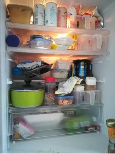 詰めすぎの冷蔵庫