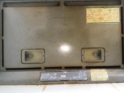 レンジフード天井の蓋の油汚れ