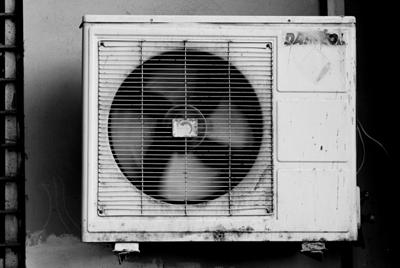 エアコン室外機の汚れ
