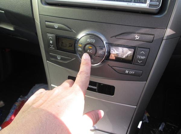 車のエアコンのスイッチ